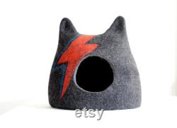 Aladdin Sane cat bed. Ziggy Stardust Cat bed. Wool cat house. Felted pet bed.