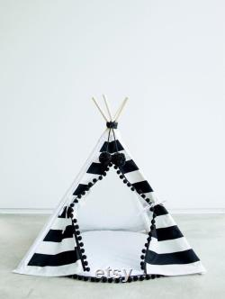 Black and White Pet Teepee Tipi Dog Bed Cat Bed with Base and Pompoms, Striped pet teepee tent