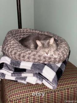 Crocheted Chunky Cat Bed