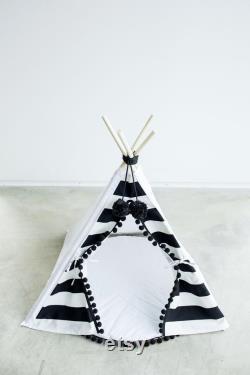 Lit De Chat Noir Et Blanc De Tipi De Tipi De Crabot Avec La Base Et Les Pompons, Tente Rayée De Tipi D'animal Familier