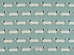 Lit De Crabot En Osier De Luxe Avec Crabot De Saucisse Dans Le Coussin Et Le Couvercle Bleu De Pare-chocs D'oeuf D'oeuf De Canard Et Le Couvercle De Matelas Par Le Sofa De Sofa De Chien De Berry Et Grouse